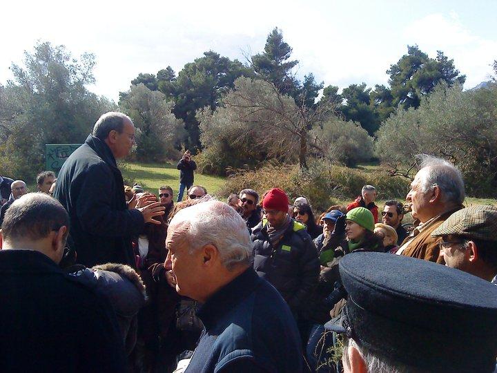 Ο κ. Κώστας Σταματόπουλος ξεναγεί στο Τατόι