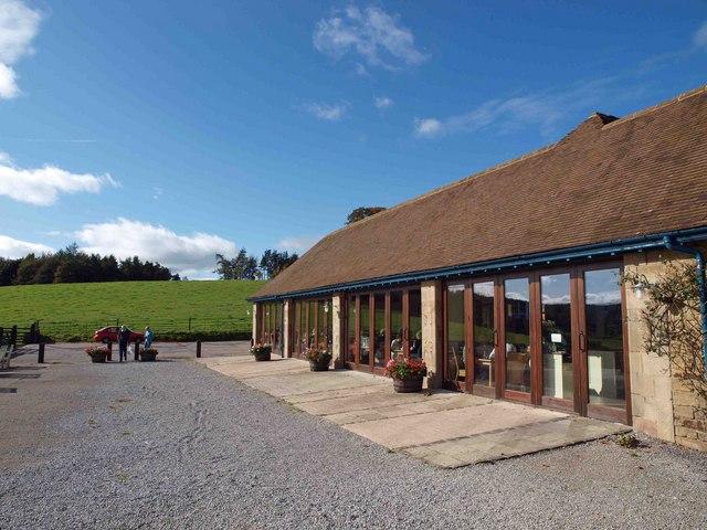 Το εστιατόριο του Κτήματος Chatsworth του Ηνωμένου Βασιλείου/Στο Τατόι χωροθέτησή του στο κτίριο των Στρατώνων.